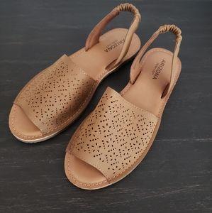 NEW Arizona Jean Co Honey Cognac Sandals